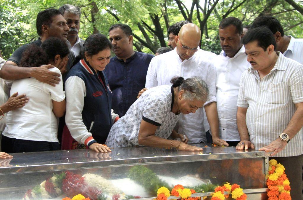 Senior Kannada journalist and social activist Gauri Lankesh's mother Indira Lankesh, sister Kavitha Lankesh and brother Indrajith Lankesh during the public viewing of the mortal remains of ...
