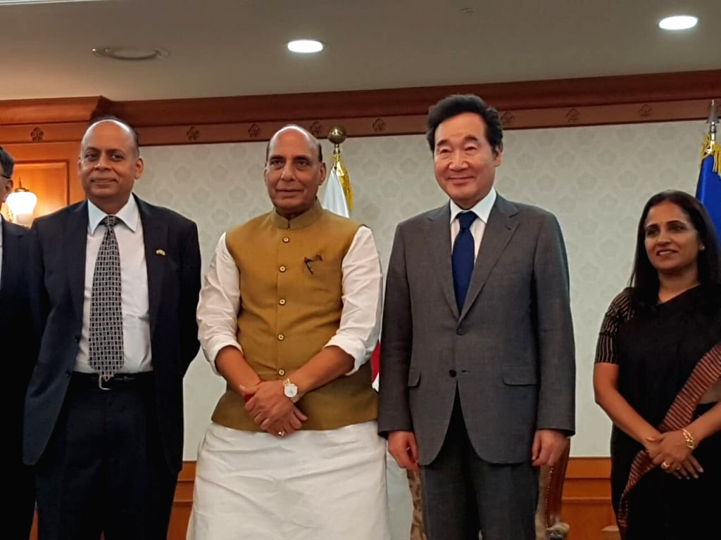Seoul: Defence Minister Rajnath Singh meets South Korean Prime Minister Lee Nak-Yon in Seoul, South Korea on Sep 4, 2019. (Photo: Twitter/@rajnathsingh) - Rajnath Singh
