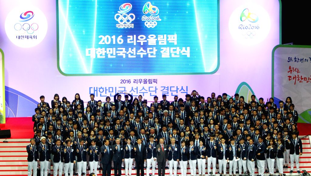SEOUL, July 19, 2016 - Members of South Korean sports delegation for 2016 Rio Olympic Games pose for photos during the inaugural ceremony in Seoul, capital of South Korea, July 19, 2016.
