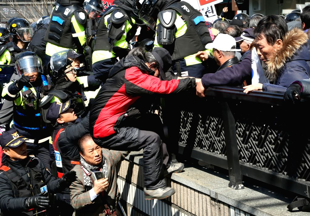 SEOUL, March 10, 2017 - Park Geun-hye's supporters confront with police during a rally in Seoul, South Korea, March 10, 2017. Two of South Korean participants in a pro-Park Geun-hye rally held ...