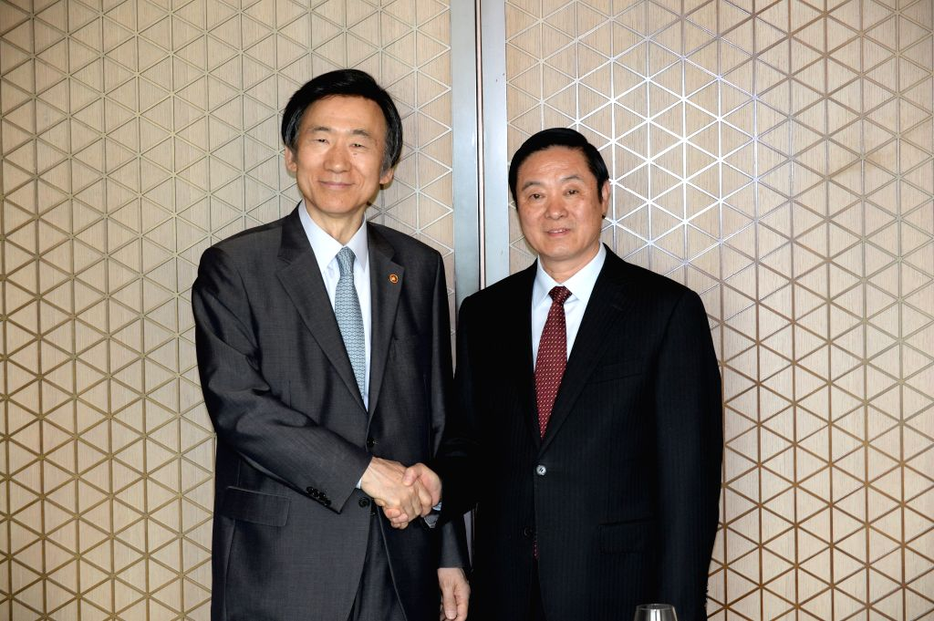 SEOUL, May 23, 2016 - Liu Qibao (R), head of the Publicity Department of the Communist Party of China (CPC) Central Committee, meets with South Korean Foreign Minister Yun Byung-se in Seoul, South ... - Yun Byung