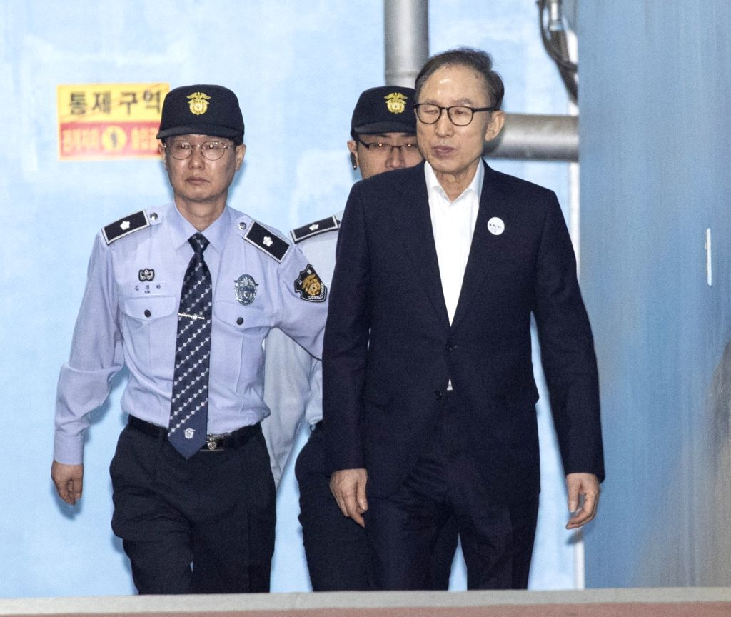 SEOUL, May 23, 2018 - Former South Korean President Lee Myung-bak (Front) arrives at the Seoul Central District Court in Seoul, South Korea, on May 23, 2018. Lee Myung-bak on Wednesday appeared at ...