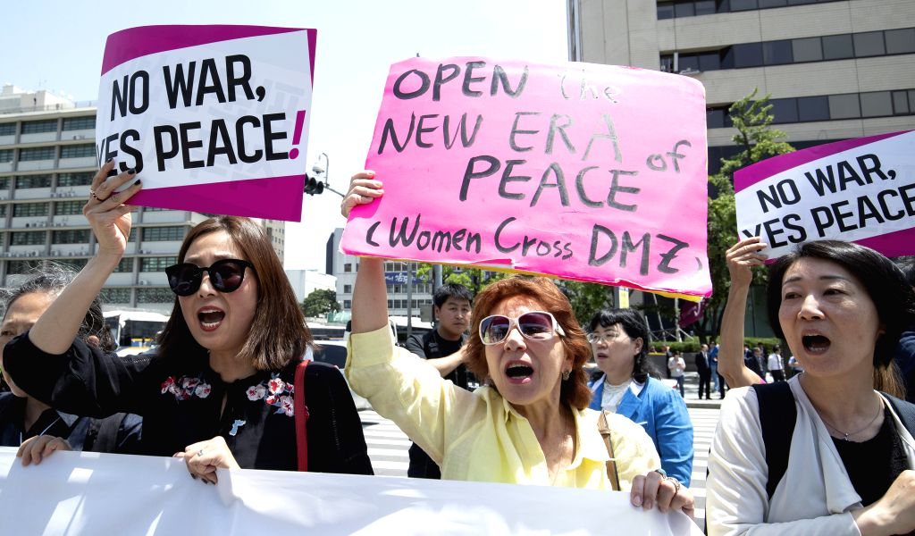 SEOUL, May 25, 2018 - Activists from Women Cross DMZ take part in a rally in front of the U.S. Embassy in Seoul, South Korea, May 25, 2018, to call for the U.S.-DPRK summit to be held as planned, ...
