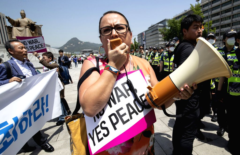 SEOUL, May 25, 2018 - An activist from Women Cross DMZ takes part in a rally in front of the U.S. Embassy in Seoul, South Korea, May 25, 2018, to call for the U.S.-DPRK summit to be held as planned, ...