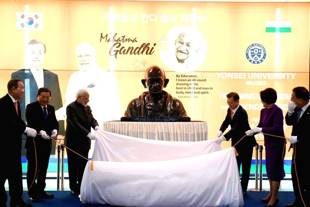 Seoul: Prime Minister Narendra Modi and South Korean President Moon Jae-unveil the bust of Mahatma Gandhi at Yonsei University, in Seoul, South Korea on Feb 21, 2019. (Photo: IANS/PIB) - Narendra Modi