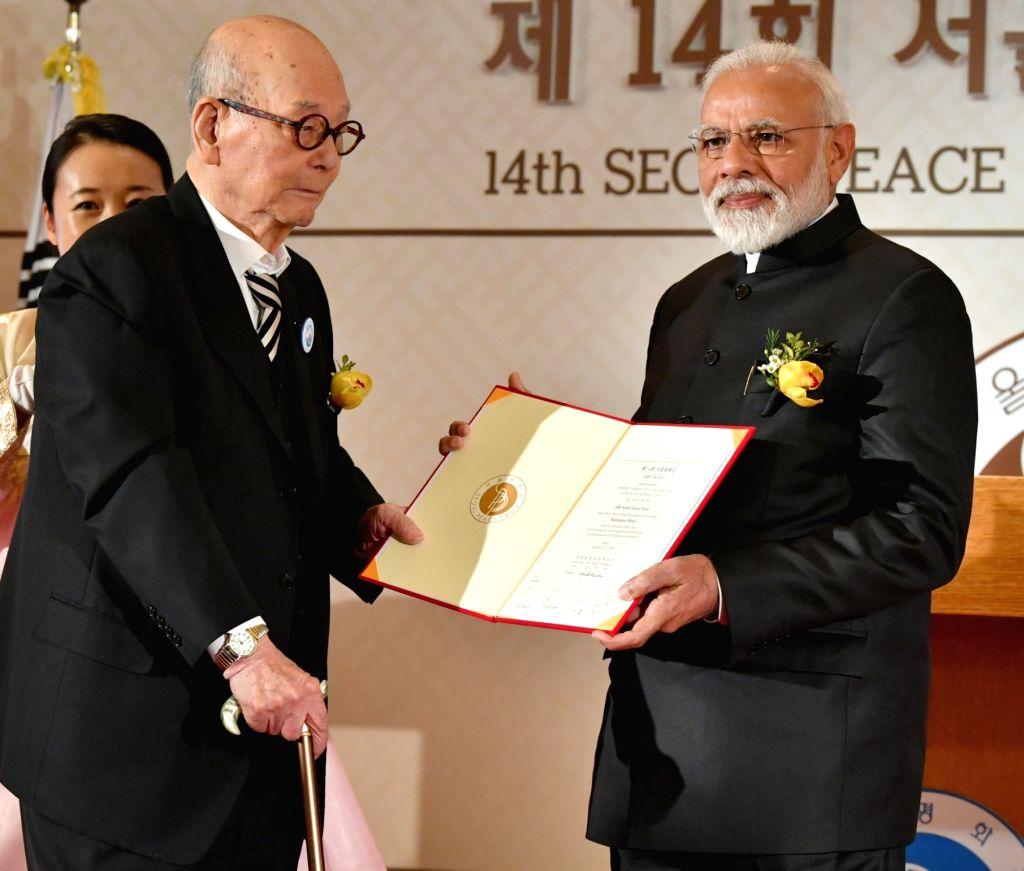 Seoul: Prime Minister Narendra Modi receives the Seoul Peace Prize, in Seoul, South Korea, on Feb 22, 2019. (Photo: IANS/PIB) - Narendra Modi