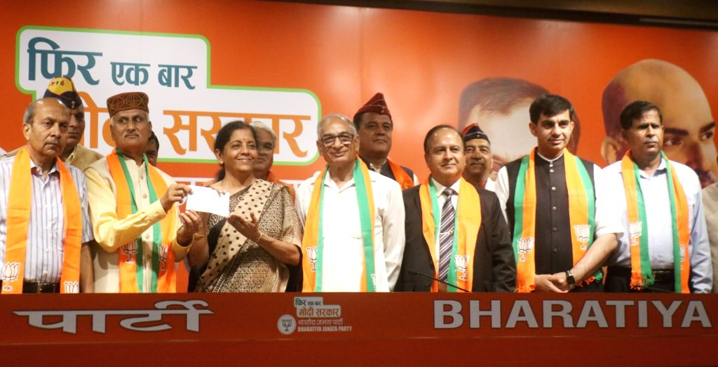 Seven ex-senior army officers join BJP in the presence of Union Minister Nirmala Sitharaman at the party's headquarter in New Delhi, on April 27, 2019. - Nirmala Sitharaman