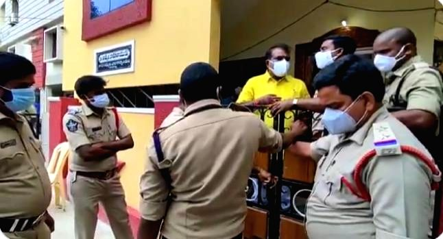 Several TDP leaders in Andhra put under house arrest (Photo:Twitter)