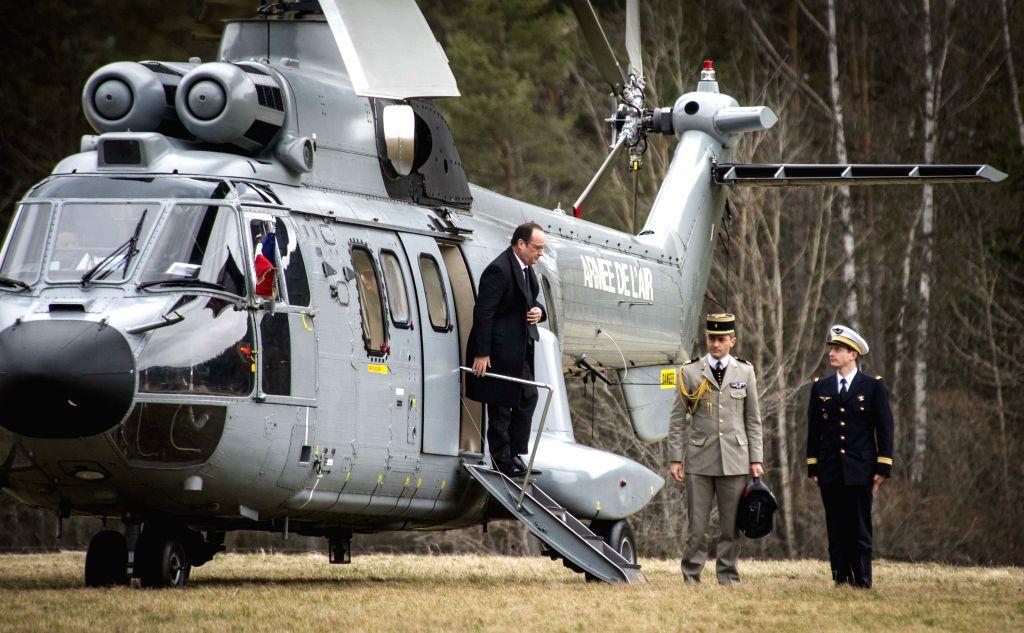 SEYNE-LES-French President Francois Hollande(L) arrives in Seyne-les-Alpes, France, on March 25, 2015. French President Francois Hollande, German Chancellor Angela ... - Mariano Rajoy