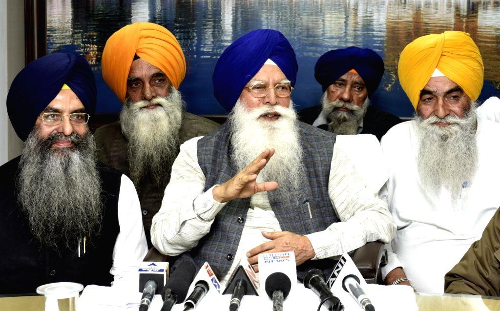 SGPC president, Kirpal Singh Badungar addresses a press conference in Amritsar on Nov 30, 2016. - Kirpal Singh Badungar