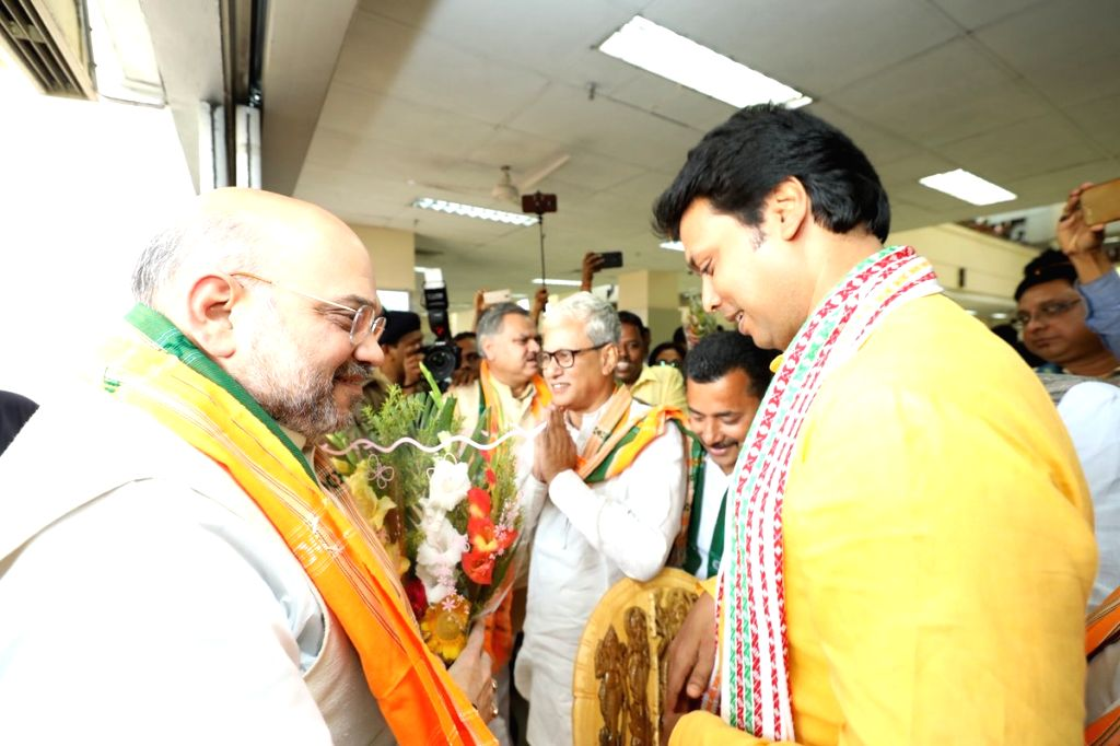 Shah urged to finish fencing work along India-B'desh border. (Photo: IANS/Twitter/@BJP4India)
