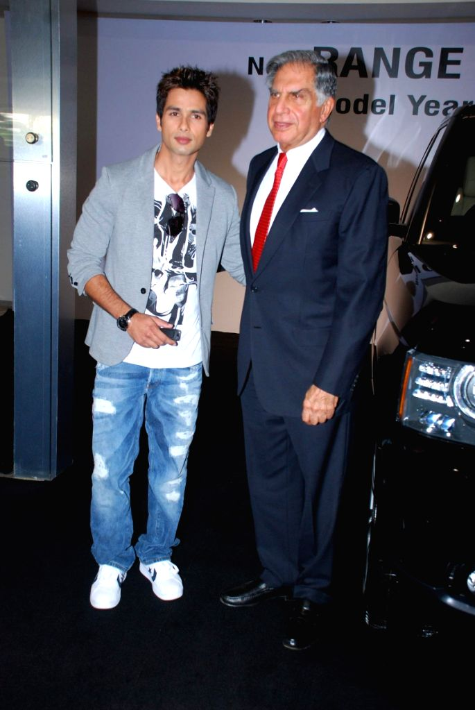 Shahid Kapoor receiving the keys of his new Range Rover Model Year 2010 from Mr. Ratan N. Tata, Chairman, Tata Sons & Tata Motors, at the Jaguar Land Rover Showroom in Mumbai on 2nd November...