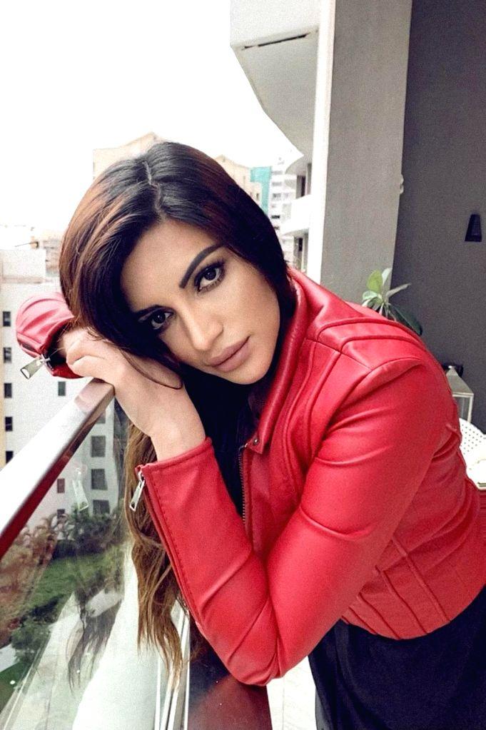 Shama Sikander enjoys virtual photoshoot sessions.