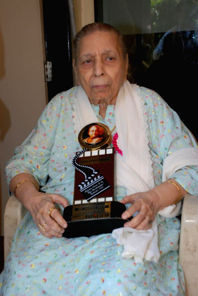 "Shamshad Begum at ""Dadasaheb Phalke"" award."