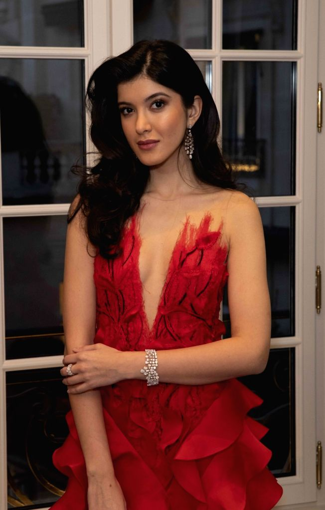 """Shanaya Kapoor, daughter of actor Sanjay Kapoor and Maheep, just made her debut at le Bal in Paris and is now eagerly waiting to be launched in Bollywood as an actress. She says if the """"most ... - Sanjay Kapoor, Karan Johar and Shanaya Kapoor"""