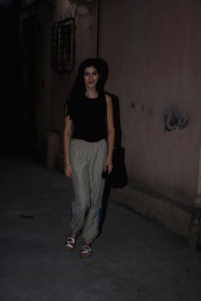 Shanaya kapoor spotted dance class in Bandra on Tuesday 23rd February 2021.