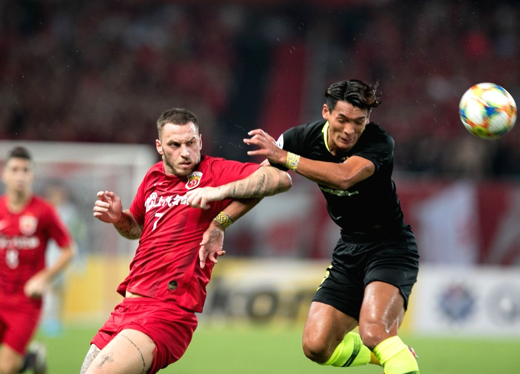 SHANGHAI, Aug. 28, 2019 - Marko Arnautovic (L) of Shanghai SIPG FC competes during an AFC Champions League match between Shanghai SIPG FC of China and Urawa Red Diamonds of Japan in Shanghai, east ...