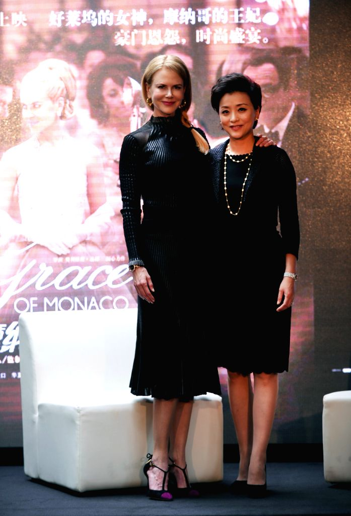 """Actress Nicole Kidman (L) pose for a photo with emcee Yang Lan at a press conference held for her film """"Grace of Monaco"""" during the 17th Shanghai ... - Nicole Kidman"""