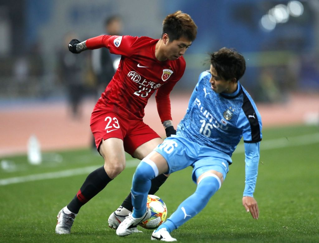 SHANGHAI, March 6, 2019 - Shanghai SIPG FC's Fu Huan (top L) vies with Kawasaki Frontale's Tatsuya Hasegawa during a Group H match between China's Shanghai SIPG FC and Japan's Kawasaki Frontale at ...