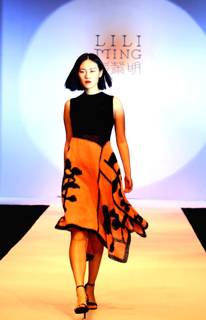 SHANGHAI, May 19, 2016 - A model presents a creation designed by Li Liming at a fashion show in Shanghai, east China, May 18, 2016.