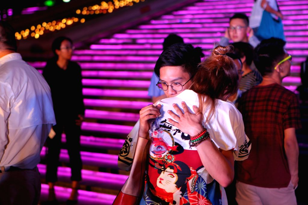 "SHANGHAI, May 29, 2017 - Graduates of China-U.S. university Shanghai New York University (NYU Shanghai) hug after the ""Senior Send Off Performance"" in Shanghai, east China, May 27, 2017. ..."
