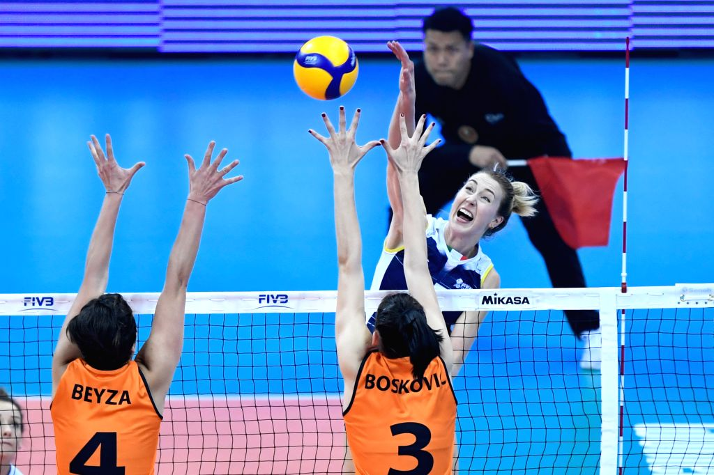 SHAOXING, Dec. 8, 2019 - Kimberly Hill (Top R) of Imoco Volley Conegliano competes during the final match between Imoco Volley Conegliano of Italy and Eczaclbasl Vitra Istanbul of Turkey at 2019 FIVB ...