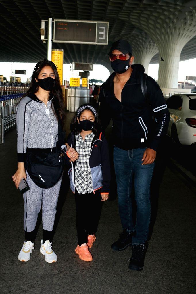 Sharad Kelkar and Family Spotted At Airport Departure. (photo:IANS)