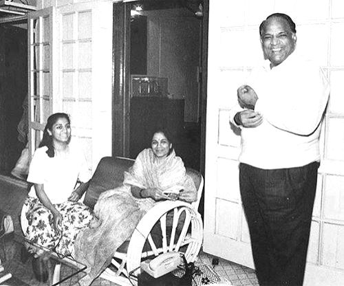 Sharad Pawar in a lighter moment with wife Pratibha and teenaged daughter Supriya.