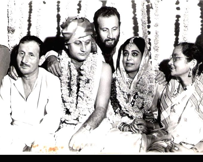 "Sharing a black and white photo from their wedding ceremony on his 34th wedding anniversary, actor Anupam Kher tweeted: ""Dearest Kirron! Happy 34th wedding anniversary. Bahut lamba waqt zindagi ... - Anupam Kher"