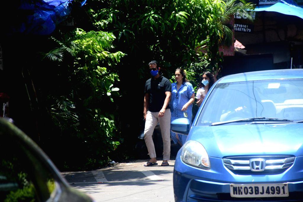Sharman Joshi spotted at bandra On Sunday, 06 June, 2021. - Sharman Joshi