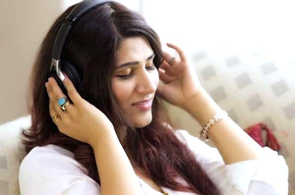 Shashaa Tirupati multi-tasks to come out with new song amid lockdown.