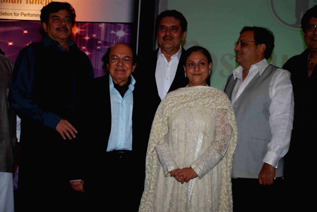 Shatrughan Sinha, Raza Murad, Jaya Bachchan and Subhash Ghai at Roshan Taneja's Birthday. - Shatrughan Sinha and Jaya Bachchan