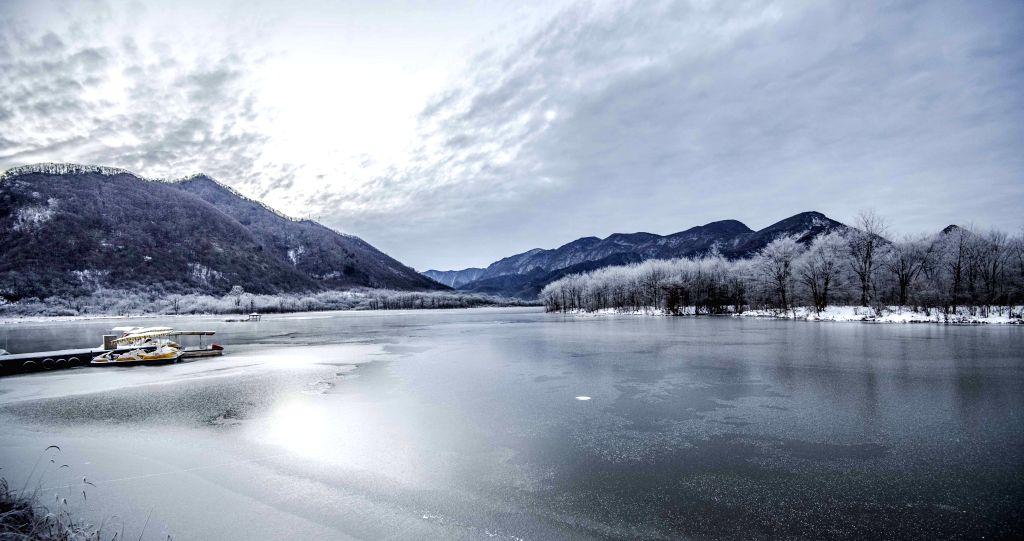 SHENNONGJIA, Jan. 13, 2017 - Photo taken on Jan. 12, 2017 shows scenery of Dajiu Lake (nine lakes) national wetland park in Shennongjia, central China's Hubei Province. An environmental protection ...