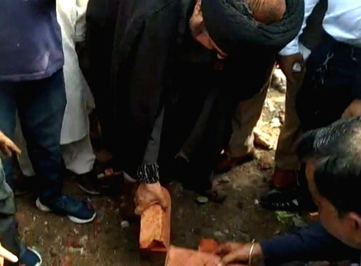 Shia cleric at Kashmiri cemetery