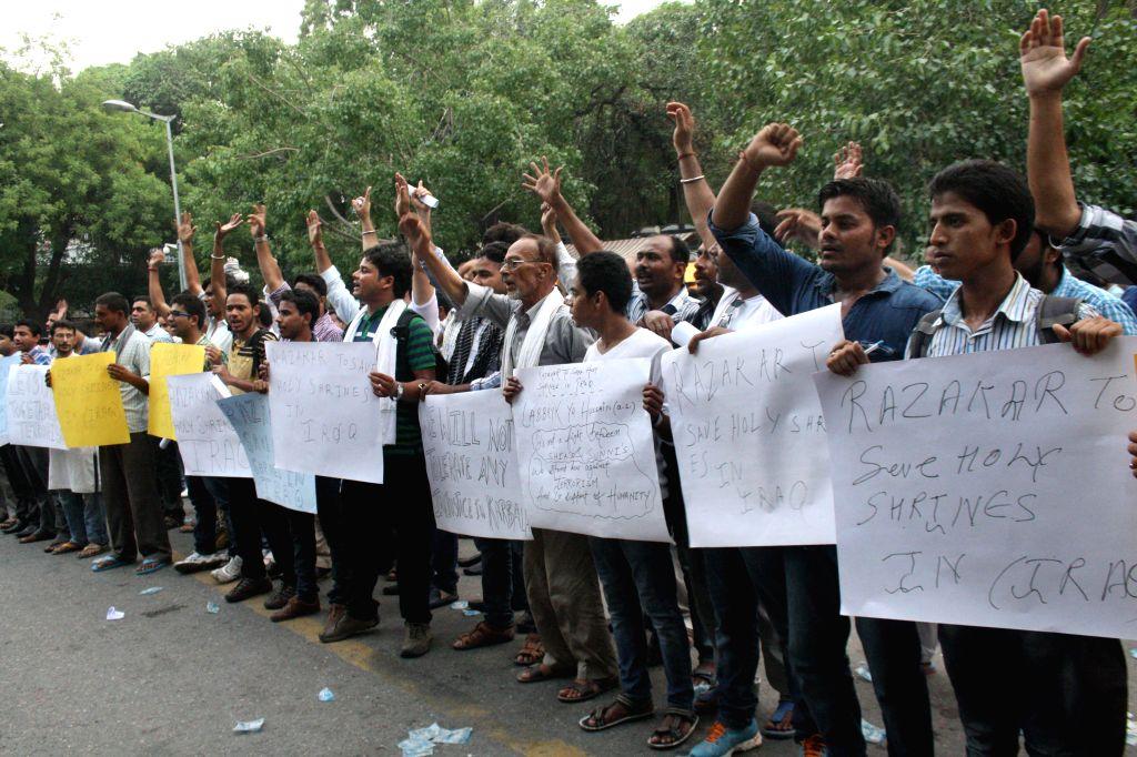 Shia Muslims demonstrate against massacre of Shias in Iraq in New Delhi on June 18, 2014.