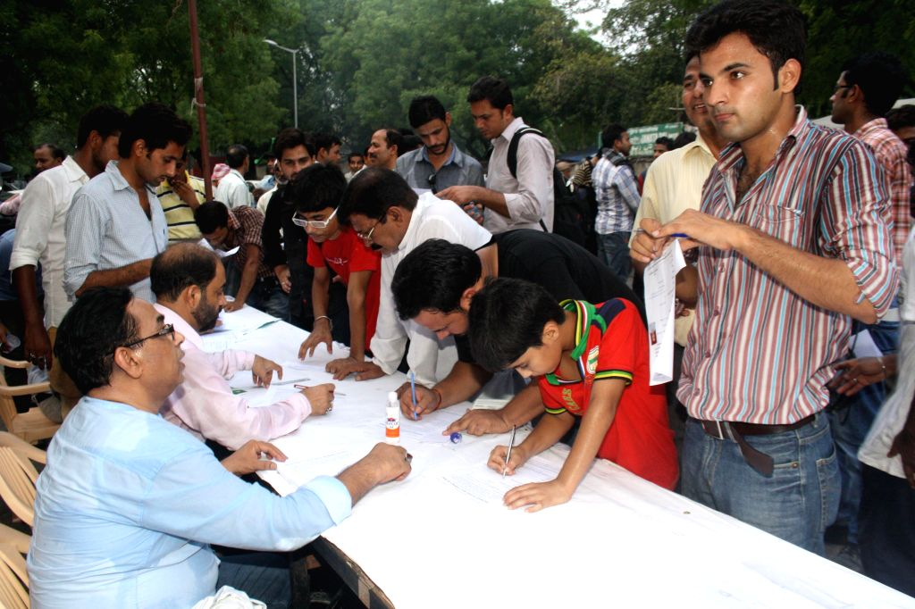 Shia Muslims register themselves to volunteer to protect Razakar holy shrines of Iraq in New Delhi on June 18, 2014.