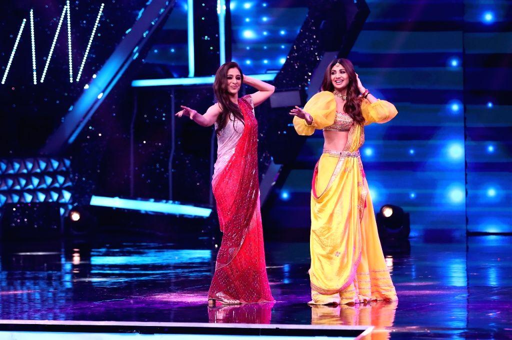 Shilpa Shetty, Tabu recall their 25-year friendship on 'Super Dancer 4' - Shilpa Shetty