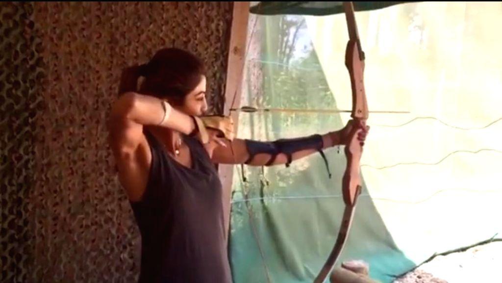 Shilpa Shetty tries archery in new video post - Shilpa Shetty