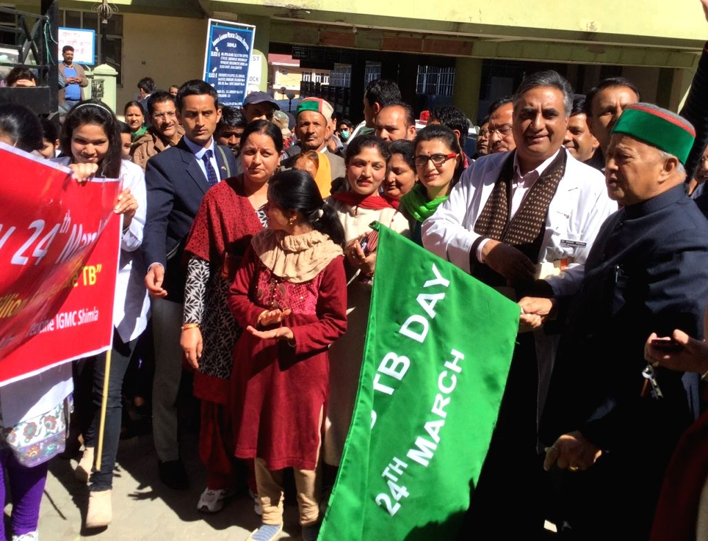 Himachal Pradesh Chief Minister Virbhadra Singh flags off a rally on  World Tuberculosis Day in Shimla on March 24, 2015. - Virbhadra Singh