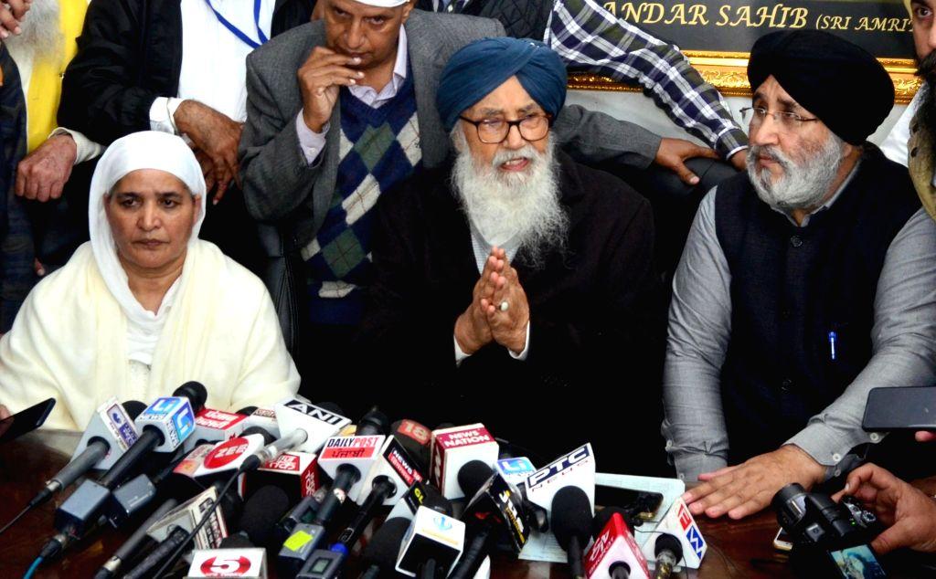 Shiromani Akali Dal (SAD) leader Parkash Singh Badal addresses a press conference at the Golden Temple in Amritsar, on Dec 10, 2018. - Parkash Singh Badal