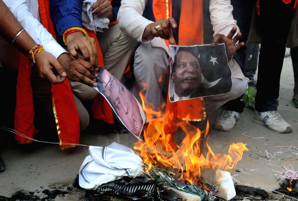 Shiv Sena activists burn effigy of Pakistan Prime Minister Nawaz Sharif in Amritsar protesting terror attack on Uri army camp on Sept 19, 2016. - Nawaz Sharif