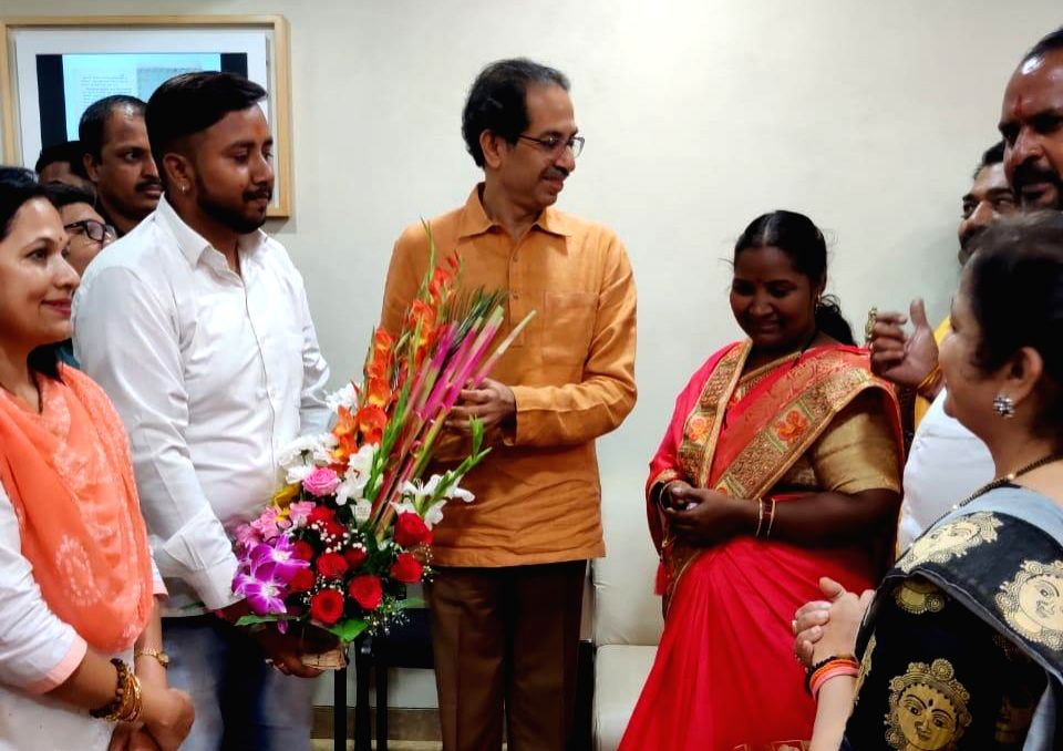 "Shiv Sena chief Uddhav Thackeray has felicitated Babita Tade, who recently won Rs 1 cr cash prize in the quiz game show ""Kaun Banega Crorepati"". As a reward, Thackeray on Saturday honoured Babita with a bouquet of flowers and Lord Ganesha's statue."