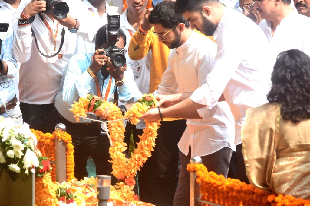Shiv Sena leader Aditya Thackeray pays tribute to former Sena supremo Bal Thackeray's on his 7th death anniversary at Shivaji Park Memorial in Mumbai on Nov. 17, 2019.