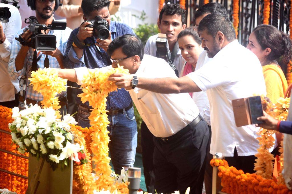 Shiv Sena leader Sanjay Raut pays tribute to former Sena supremo Bal Thackeray's on his 7th death anniversary at Shivaji Park Memorial in Mumbai on Nov. 17, 2019.