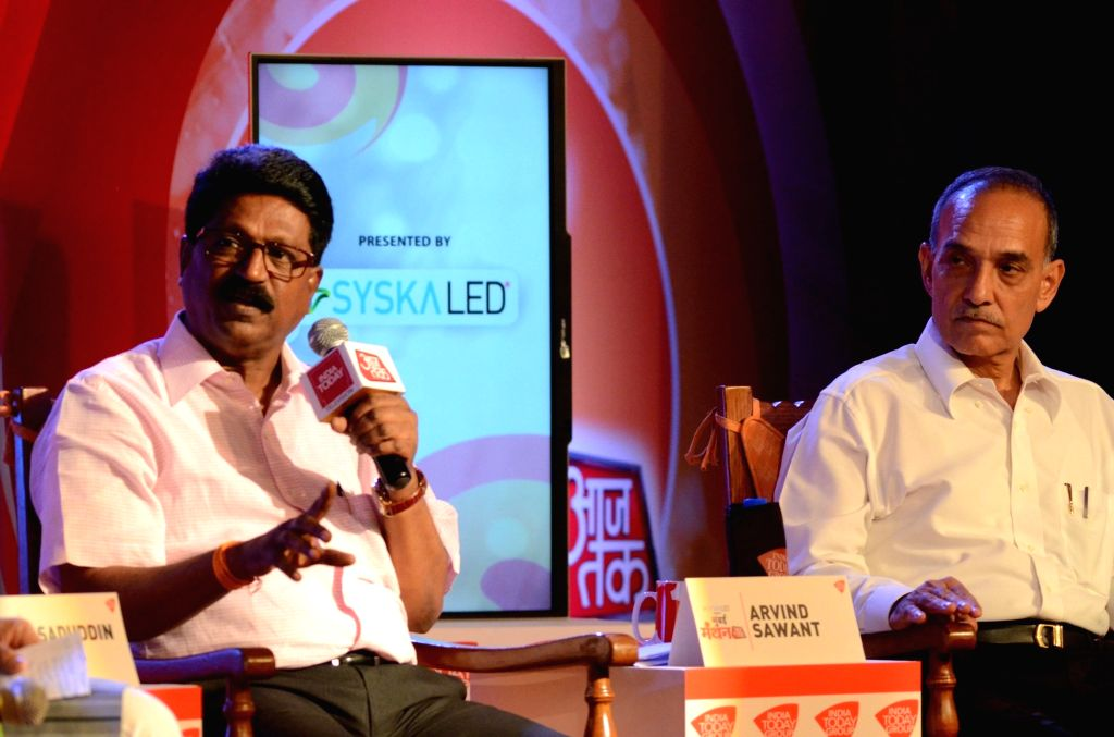 """Shiv Sena MP Arvind Sawant and BJP MP Satyapal Singh during """"Mumbai Manthan"""" organised by Aaj Tak in Mumbai on Oct 22, 2016. - Satyapal Singh"""