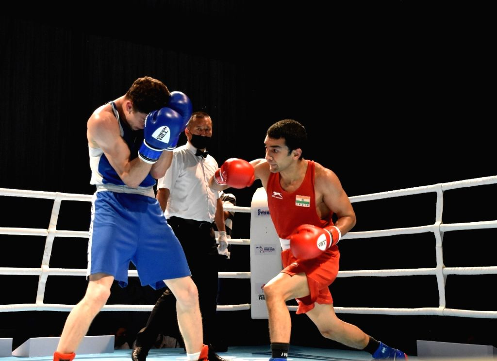 Shiva Thapa (64kg) defeated Nader Odah of Kuwait 5-0 in the quarter-final to ensure his 5th Asian Championships medal. (Credit : BFI)