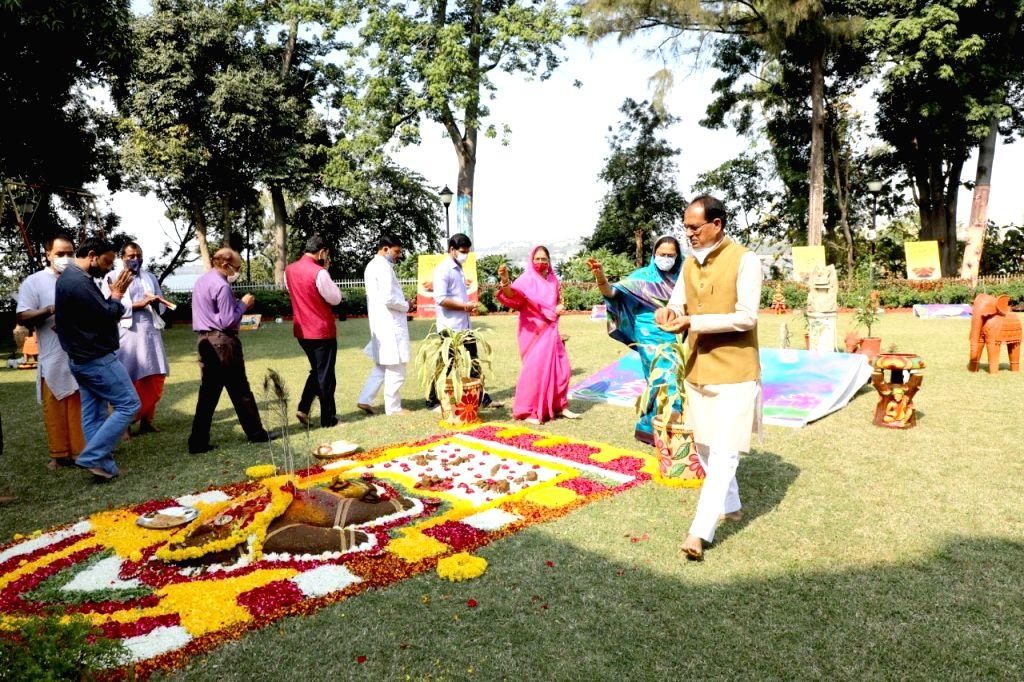 Shivraj promises on Govardhan Puja, Gopashti will celebrate in cow sanctuary.