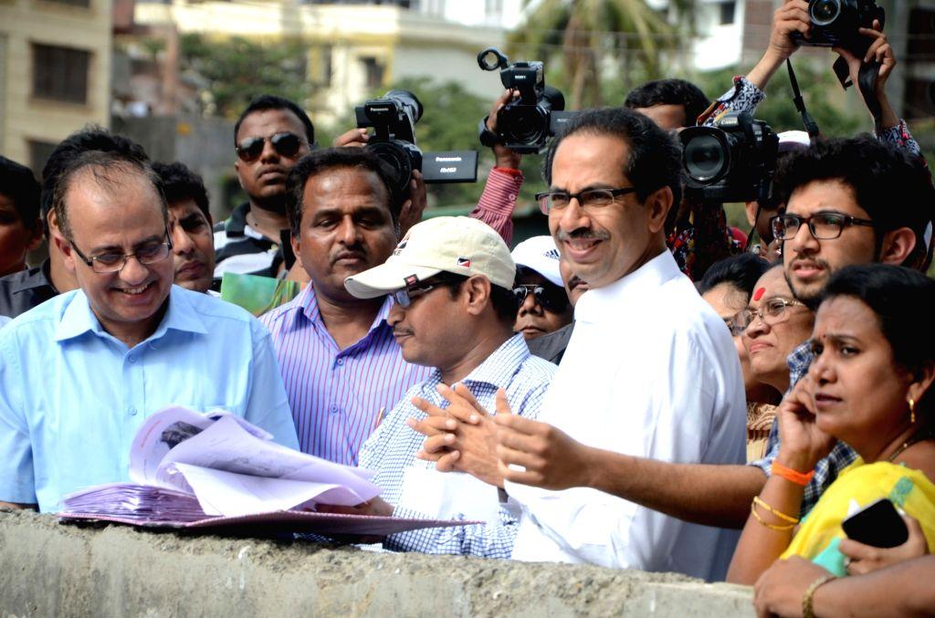 Shivsena Chief Uddhav Thackeray, Yuva Sena chief Aditya Thackeray, BMC Commissioner Ajoy Mehta, Mayor Snehal Ambekar oversee cleaning of drains ahead of monsoon session in Mumbai, on May 19, ... - Ajoy Mehta
