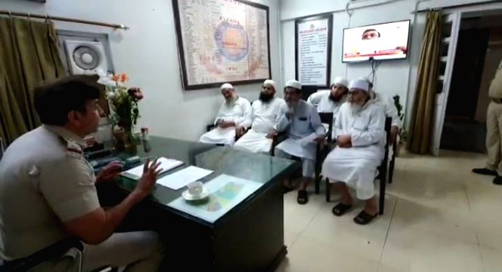 SHO Nizammudin Police Station Inspector Mukesh Walia with the Markaz Tablighi Jamaat Authority.