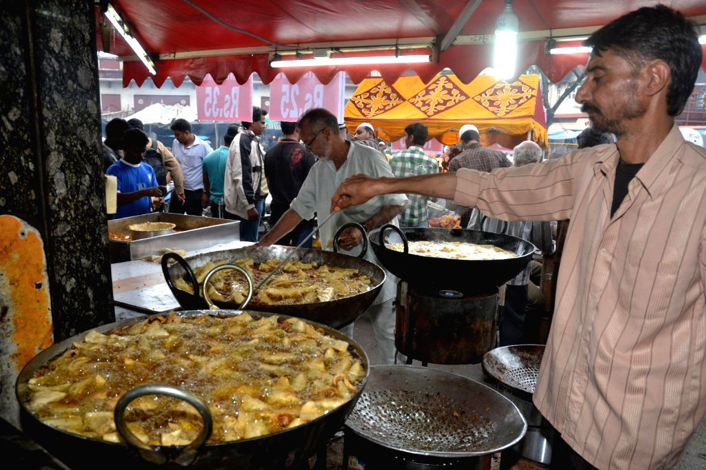 Shopkeepers busy preparing food for Iftar on the first day of Ramadan in Bangalore on June 30, 2014.